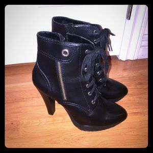 Shoes - Black heeled boot